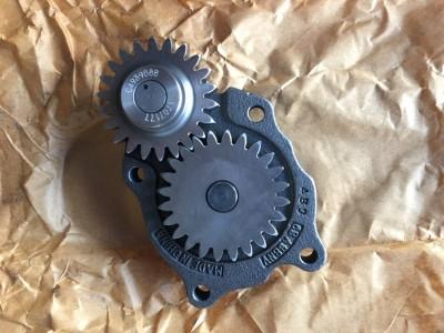 PC240-8 机油泵